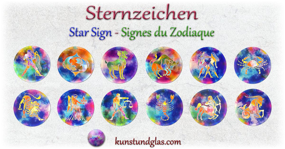 Wunderschöne künstlerisch gestaltete #Sternzeichen #Fensterbilder #Tierkreiszeichen kaufen mit leuchtenden Farben. #zodiac #löwe #stier #fische #waage #krebs #steinbock #widder #skorpion #wassermann #horoskop #jungfrau #schütze #zwilling #zwillinge #sterne #astrology #starsign #horoscope #zukunft #astrologie #mond Besonders schön strahlen die lasierenden Farben des Lichtfängers bei Lichteinfall der Sonne oder auch bei künstlichem Licht bei Hinterstrahlung. Die Fensterbilder sind aus bruchsicheren Acrylglas und mit einem Loch zum Aufhängen versehen.